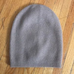 Brand new with tags aritzia hat
